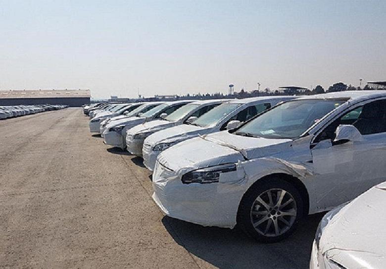 سهم خواهی خودروسازان داخلی برای واردات خودرو های خارجی/ایران خودرو به بهانه بازارسنجی ۳۰۰ دستگاه خودرو واردات کرده است/ دولت امار واردات خودرو را اعلام نمی کند
