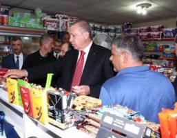 اردوغان در حال خرید از بقالی+عکس