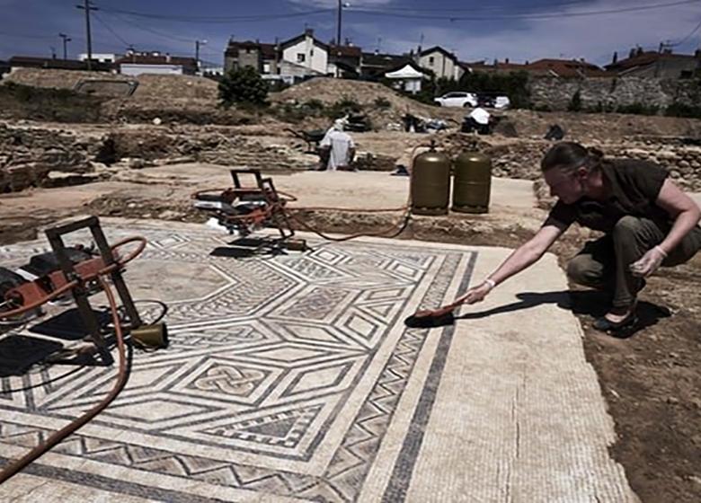 کشف منطقه ۲ هزار ساله در جنوب فرانسه + تصاویر