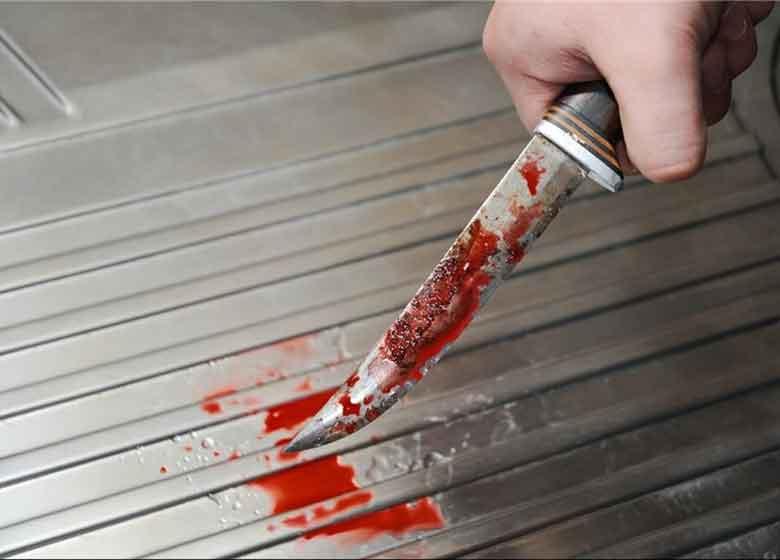 پسر شیشهای با ضرات چاقو پدر را از پا انداخت