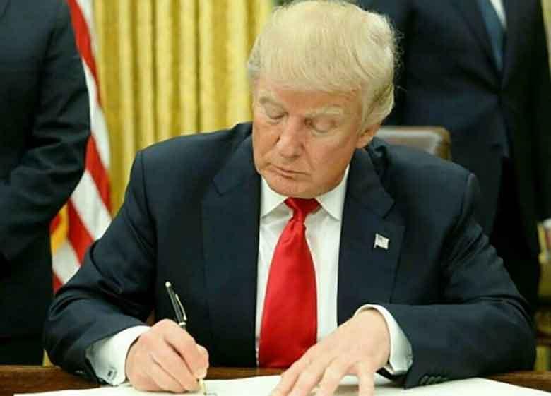 ترامپ تحریمهای ایران و روسیه را امضا کرد / توضیحات ترامپ بعد از امضای تحریمهای روسیه و ایران