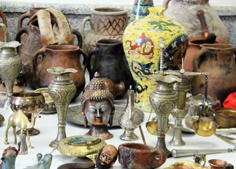 کشف ۳۸۰ قطعه شیء عتیقه در منزل یک تهرانی