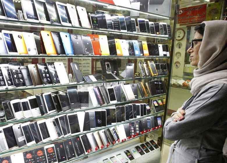 نوسان دلار، قیمت تلفن همراه در بازار را افزایش داد