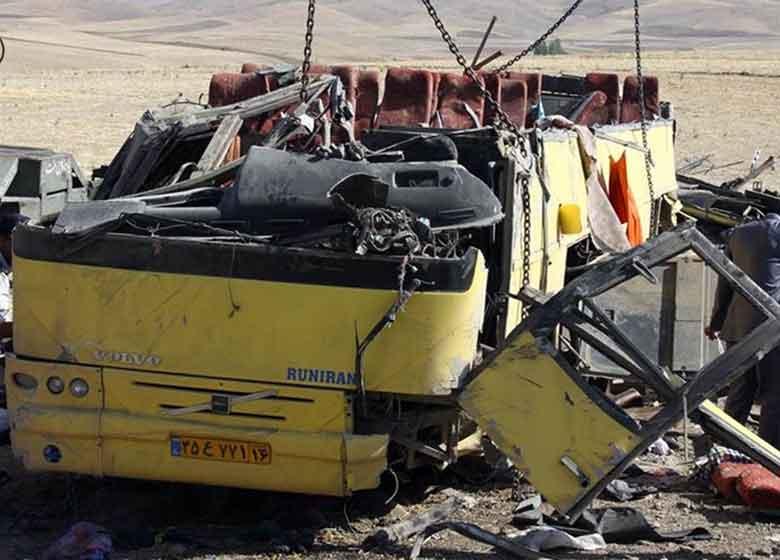 ۲ حادثه جداگانه تصادف اتوبوس ۸ مجروح داشت