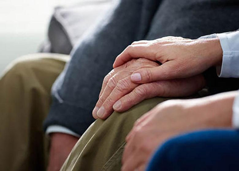 """هزینه مراقبت از بیمار آلزایمری بالاست/ سند ملی """"دمانس"""" تصویب شود"""