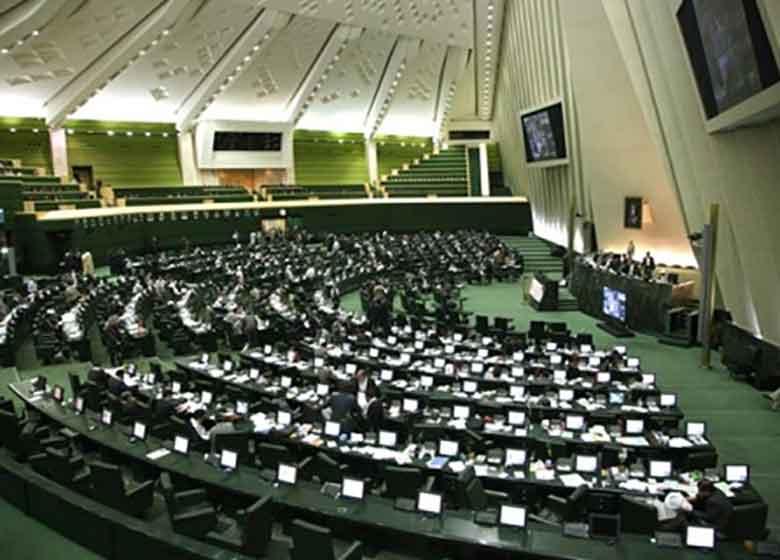 انتقاد روزنامه جمهوری اسلامی از برخی وزرای پیشنهادی: به مجلس باج می دهند تا رای بگیرند