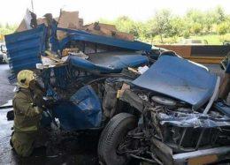 له شدن نیسان بر اثر تصادف با کامیونت