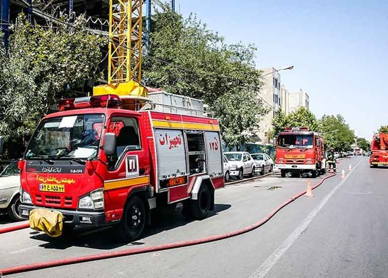 نجات ۳۰۰ نفر در آتشسوزی برج تجاری خیابان آفریقا
