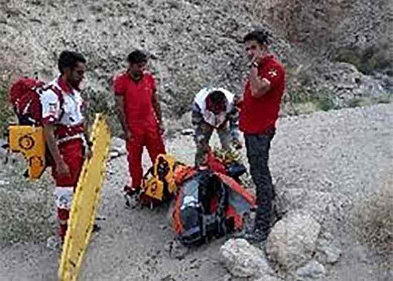 کشف و انتقال پیکر جوان غرق شده در آبشار فوسک