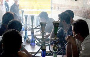 گزارش «فارین پالیسی» از رواج قلیان و سیگار در ایران / 120 سال استعمال و مبارزه