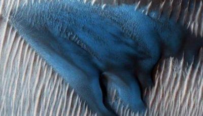 تصویر تپه آبی رنگ در سیاره سرخ