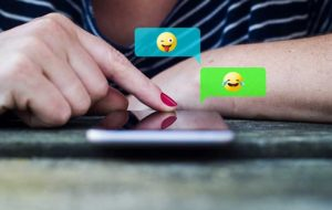 ایموجی ها در مکالمههای متنی آنلاین ما چه نقشی دارند