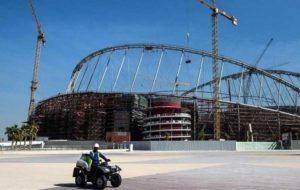 دستور امیر قطر برای تاسیس صندوق حمایتی کارگران خارجی جام جهانی ۲۰۲۲ به دنبال انتقاد غربیها