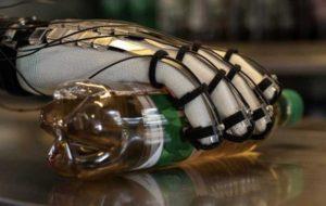 لمس اشیا در دنیای مجازی با دستکش چسبنده!