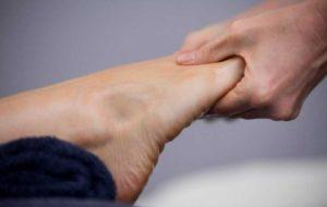 از علت تا درمان گرفتگی عضله پا هنگام خواب