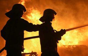 مدیرکل بنادر و دریانوردی هرمزگان: حریق تحت کنترل آتش نشانان بندر شهید رجایی است