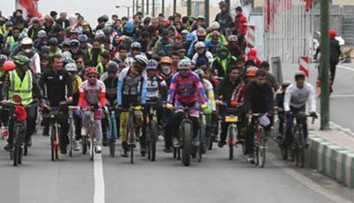 گردهمایی دوچرخهها در پارک لاله