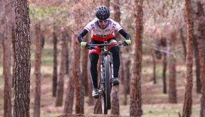 پرتو آذر قهرمان دوچرخهسواری کوهستان ایران شد