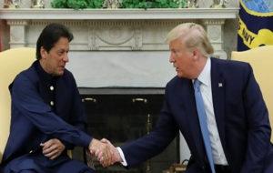دونالد ترامپ قسم عمران خان را باور میکند یا دم خروس را؟