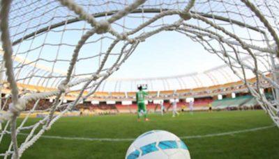 49 37 هواداران سرخابی, لیگ برتر فوتبال, مجموعه ورزشی آزادی