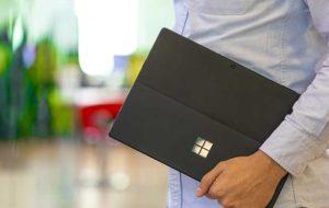 مایکروسافت در حال ساخت سرفیس تاشو با مکانیزم پیچیده لولا است