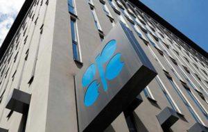 نفت سنگین ایران در مرداد ماه 5 دلار ارزان شد