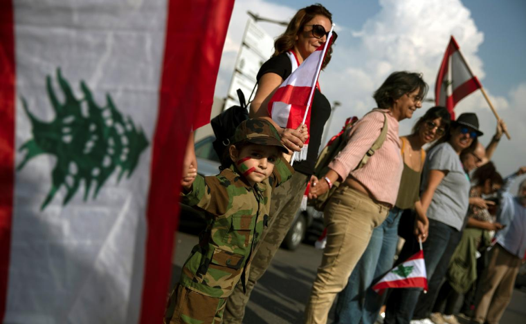 1031176 334 معترضان, لبنان, زنجیره انسانی