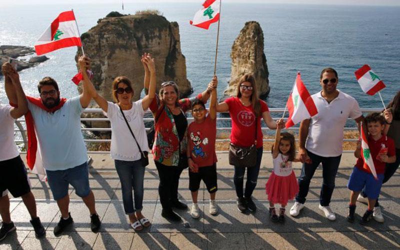 305 6 معترضان, لبنان, زنجیره انسانی