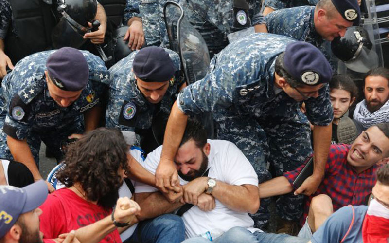 306 5 معترضان, لبنان, زنجیره انسانی