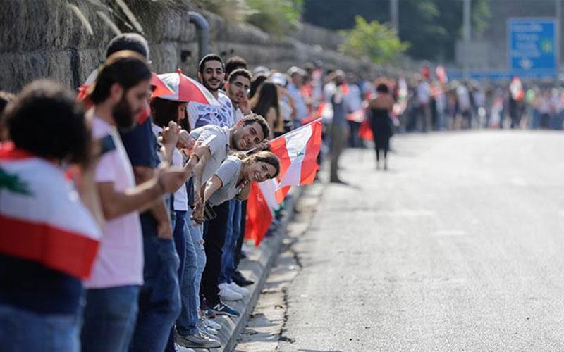 310 5 معترضان, لبنان, زنجیره انسانی