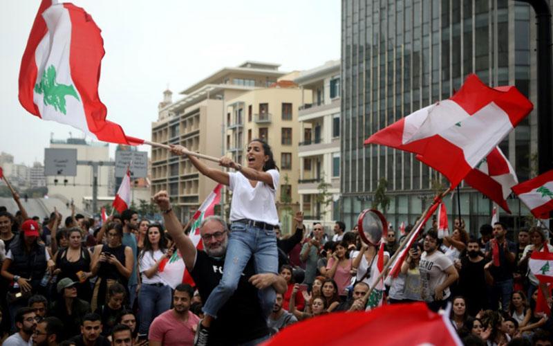 312 6 معترضان, لبنان, زنجیره انسانی