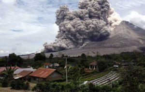 """۱۴ بار فوران آتشفشان """"پوپوکاتپتل"""" مکزیک در یک شب"""