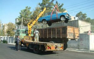 جمع آوری خودروهای اسقاطی از معابر شمال شرق تهران