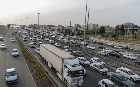 ترافیک پرحجم و روان در آزادراه تهران_کرج