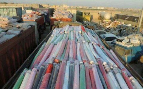 توقیف وانت بار حامل طاقههای پارچه قاچاق در بازار تهران