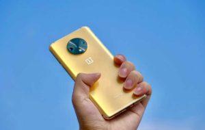 طراح وان پلاس 7T نسخه طلایی رنگ گوشی را به نمایش گذاشت