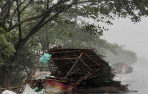 طوفان در هند و بنگلادش ۲ میلیون نفر را آواره کرد