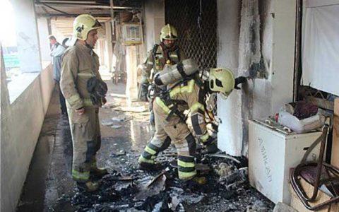 مهار شعلههای آتش در ساختمان مسکونی ۱۰ طبقه