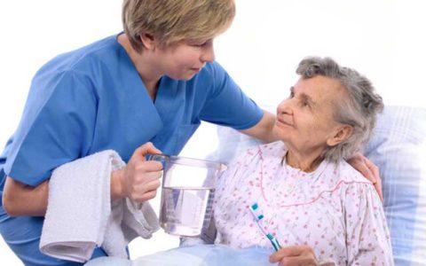 نکات بهداشتیِ دهان و دندان برای سالمندان