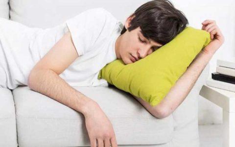 کدام نوشیدنیها به بهبود خواب شبانه کمک میکند کیفیت خواب, نوشیدنی, خواب شبانه