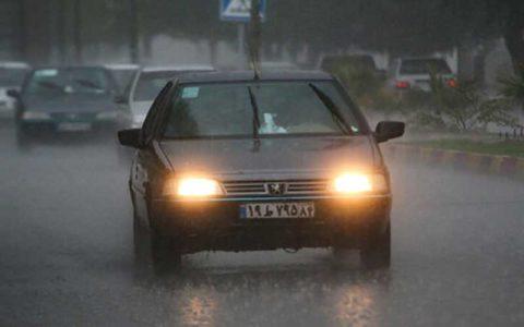 بارش باران در جادههای دو استان