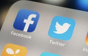 جک دورسی مدیر ارشد فیس بوک را آنفالو کرد