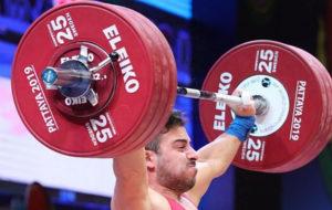 مسابقات وزنهبرداری گزینشی المپیک قطر؛ رستمی برای رسیدن به طلا یک کیلو کم آورد