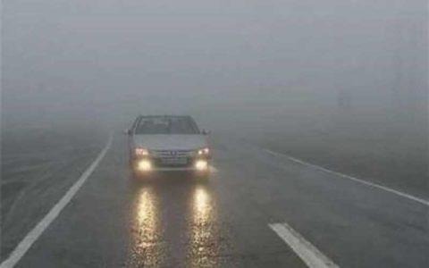 مه گرفتگی در جادههای ١٠ استان
