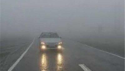 مه گرفتگی در جادههای ١٢ استان