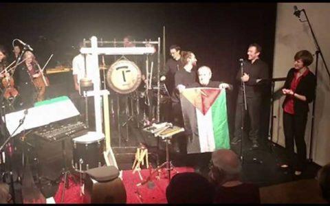 کنسرت آهنگساز ایرانی در اتریش با پرچم فلسطین