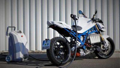 بی ام و موتورسیکلت برقی E-Power Roadster را رونمایی کرد