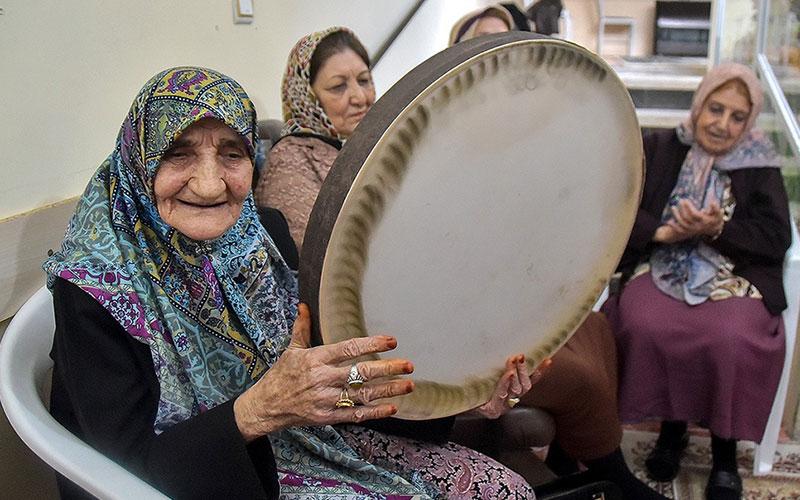 305 4 سالمندان, جشن یلدا