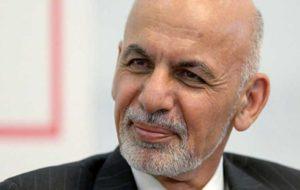 رئیسجمهور افغانستان در مسافرت چه کتابی میخواند؟ (عکس)