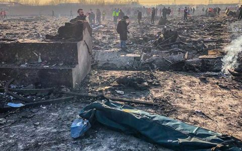 شناسایی 100 نفر از قربانیان سقوط هواپیما/30 پیکر تحویل خانواده ها شد